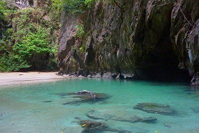 viaje-tailandia-barco-cueva-esmeralda
