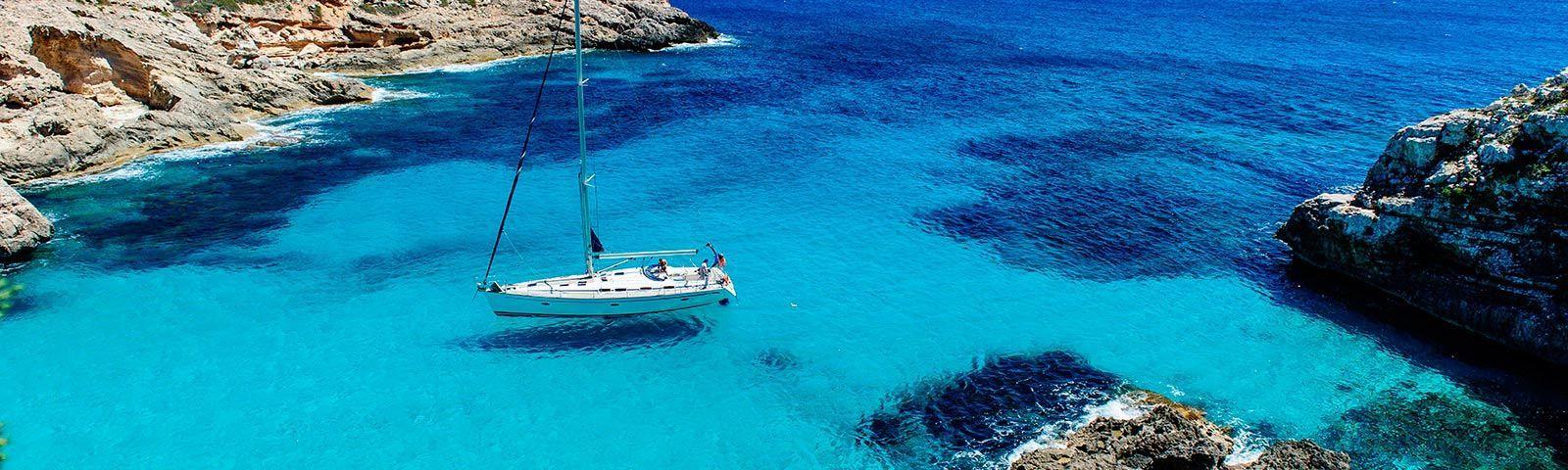 vacaciones-velero-islas-baleares-cala-mallorca